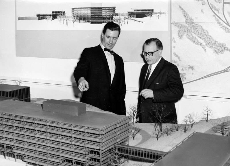 John Deere's Hewitt (l) and Eero Saarinen (r)