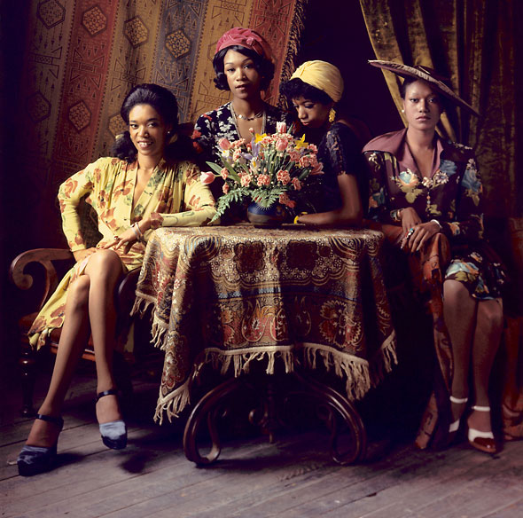 Pointer Sisters in vintage clothes
